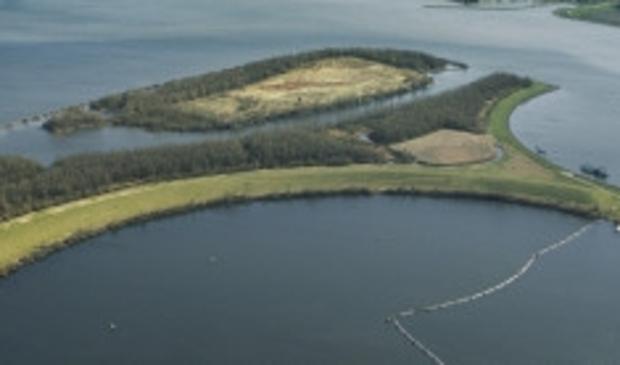 <p>Het kunstmatige eiland in het Ketelmeer.</p>