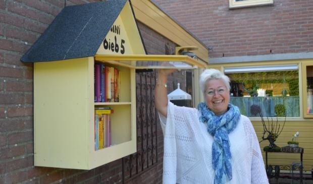 Roelinda Tax wil het lezen promoten met haar minibieb.