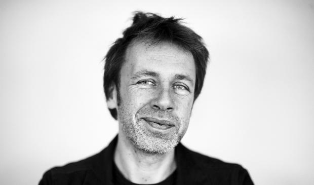 <p>Dichter Ingmar Heytze is te gast tijdens het online event</p>