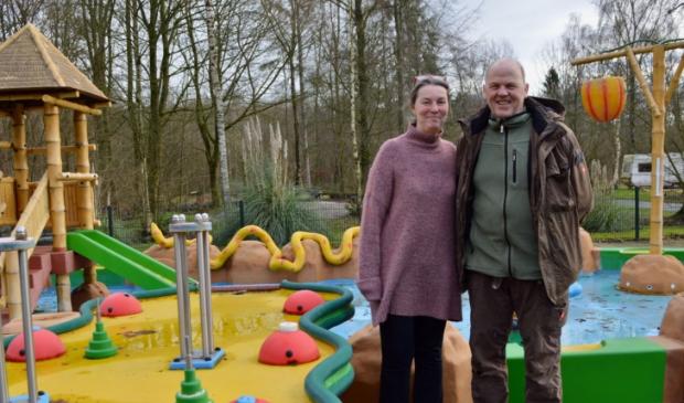 Lineke de Niet en Jean Chaigneau op camping De Ruimte.