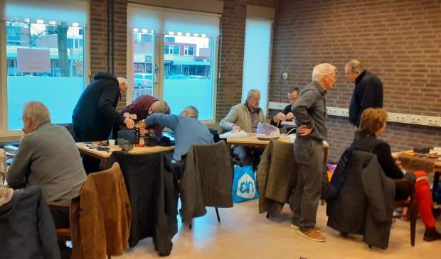 Repair café Biddinghuizen in Het Koetshuis.