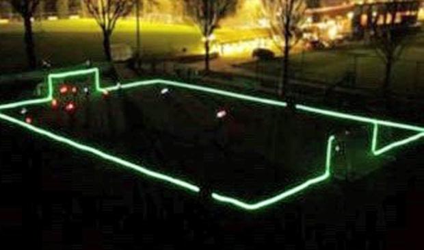 Zo zal het veld van VSCO'61 er maandagavond uitzien als de jeugd LEDS-voetbal speelt