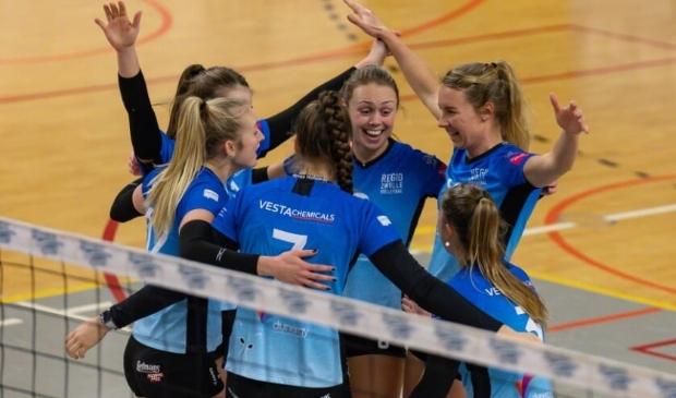 Vreugde bij de speelsters van Regio Zwolle Volleybal.