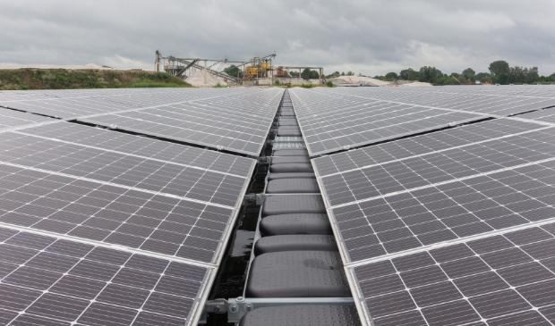 Grootschalige opwek van zonne-energie op de Bomhofsplas.