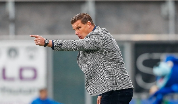 <p>Trainer John Stegeman zag PEC Zwolle voor het vijfde duel op rij niet winnen.</p>