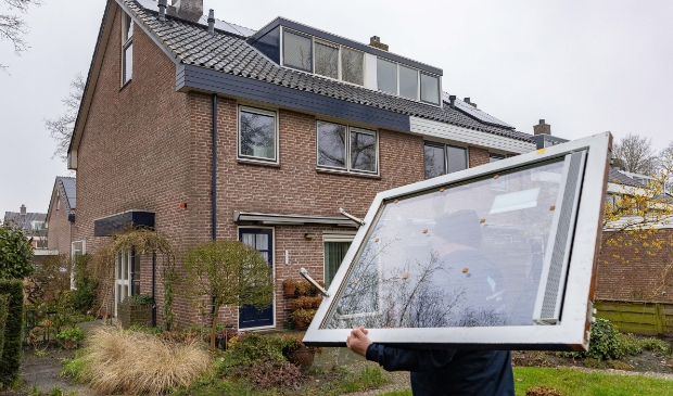 <p>Het eerste huis van het gezamenlijke verduurzamingsinitiatief Berkum Energieneutraal wordt ge&iuml;soleerd.</p>