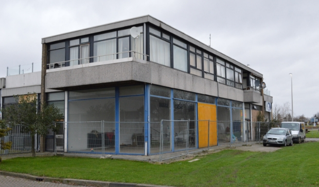 De voormalige tractorshowroom in Biddinghuizen.