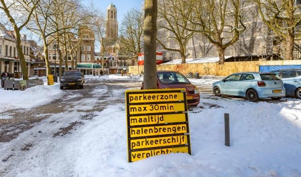 <p>Grote Kerkplein tijdelijk beschikbaar als parkeerlocatie.</p>