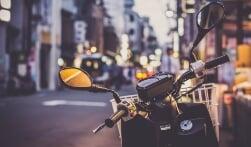 Het verschil tussen een brommer, scooter of snorfiets