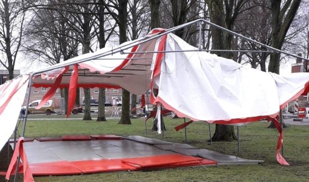 <p>Bij een storm in maart waarde de tent van Shoganai Judo Dronten kapot.</p>