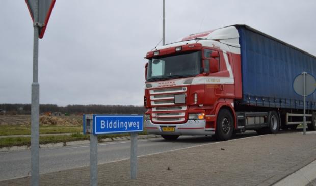 Vrachtverkeer op de Biddingweg bij Swifterbant.