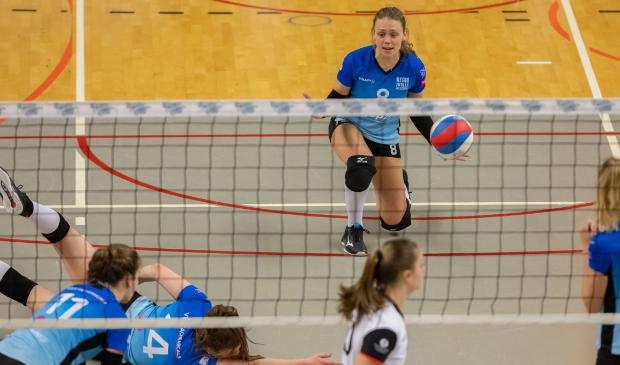 <p>Marly Bak baalt van een verloren punt voor Regio Zwolle Volleybal tegen Apollo 8.</p>