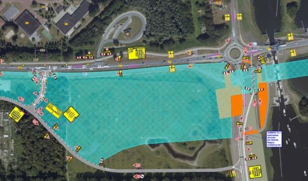 De situatie vanaf juni met in het westen (links) de stoplichten en in het zuiden (onder) de tijdelijke weg van en naar Elburg.