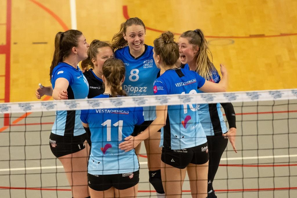 In de eerste twee sets viel er nog regelmatig wat te juichen bij Regio Zwolle Volleybal. Foto: Pedro Sluiter © brugmedia