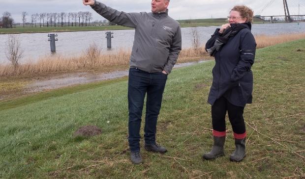 Marc van der Kolk en Jessica Borst van de Natuurvereniging IJsseldelta