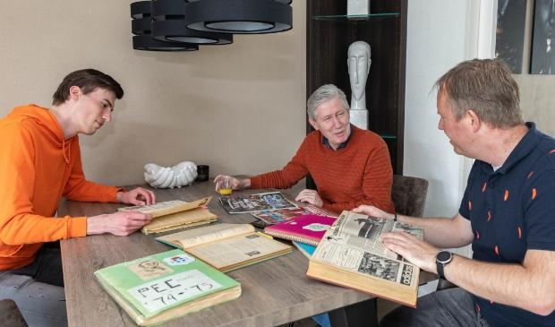 <p>Ruben de Velde, Marco Hellendoorn en Marcel Scholten (vlnr) doken in het verleden van PEC Zwolle.</p>