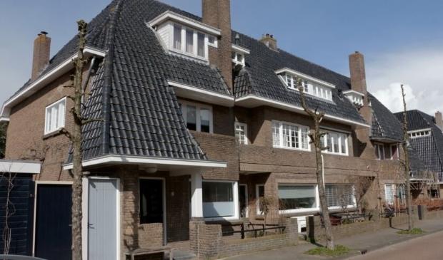 Door architect J.M. Mante ontworpen huizen in de stijl van de Amsterdamse school aan de Emmastraat.