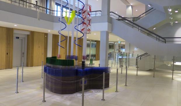 De hal van het nieuwe gemeentehuis.