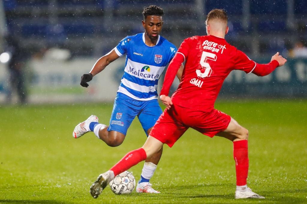 Virgil Misidjan dreigt: buitenom of binnendoor? PEC Zwolle Media/Henry Dijkman