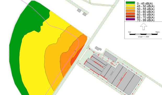Rechts de boerderij, links de mogelijke geluidsoverlast in de nieuwbouwwijk.