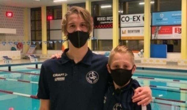 SWOL 1894-zwemmers Vince van der Pal (links) en Storm Boxum.