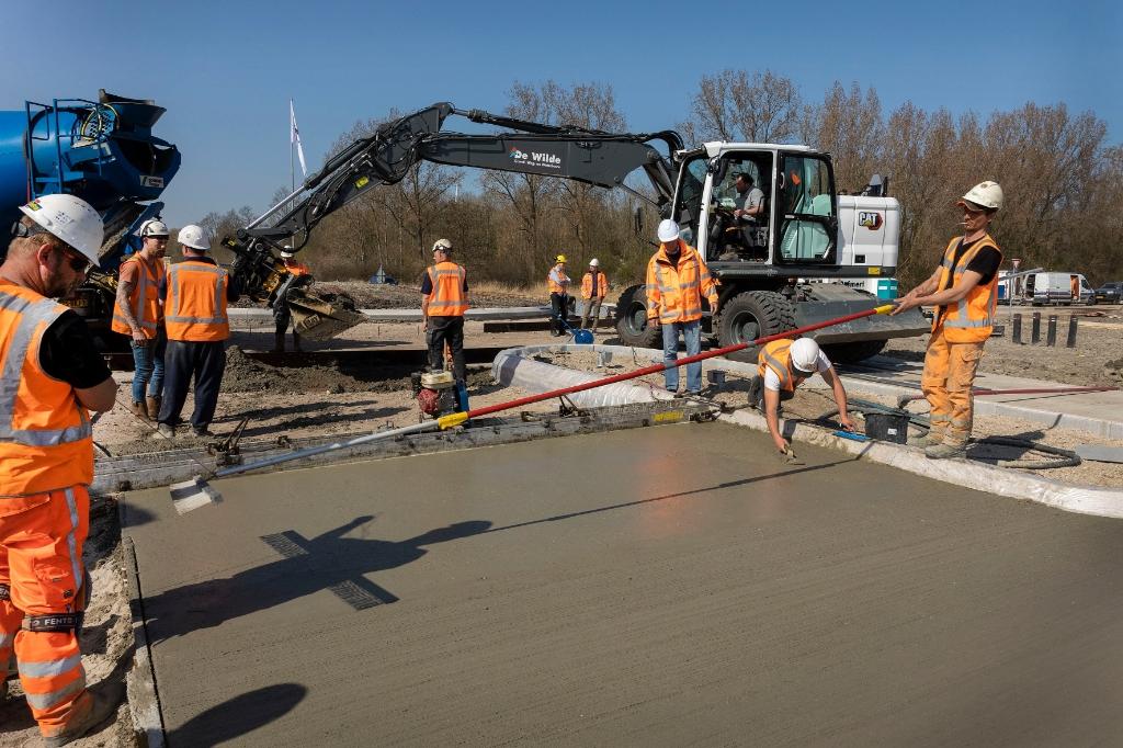 De aanleg van de rotonde.