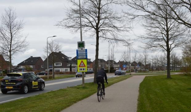 Het tijdelijke bord bij de rotonde in Dronten-west.