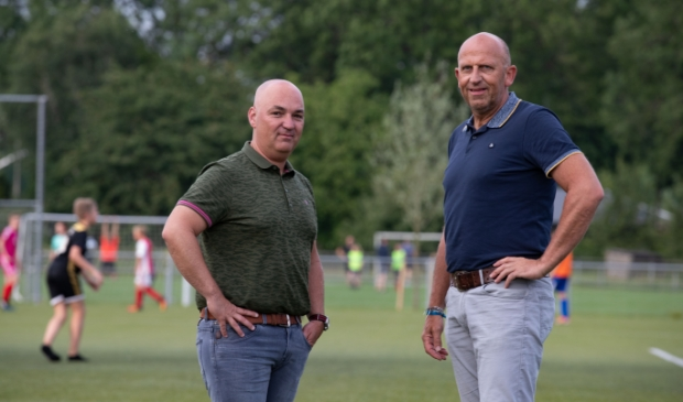 <p>Robertjan de Wilde (l) en trainer Jan Okke Koers.&nbsp;</p>