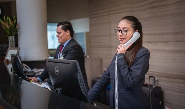 Receptionist en baliemedewerker behoren tot de minst kansrijke beroepen.