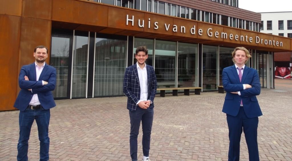 <p>Michael van den Berg (penningmeester), Stephan Hollander (secretaris) en Laurens Graver (voorzitter).</p>