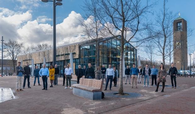 <p>Vennoten KHV Architecten en team KHV Architecten voor recent opgeleverd horecapaviljoen in het centrum van Emmeloord</p>