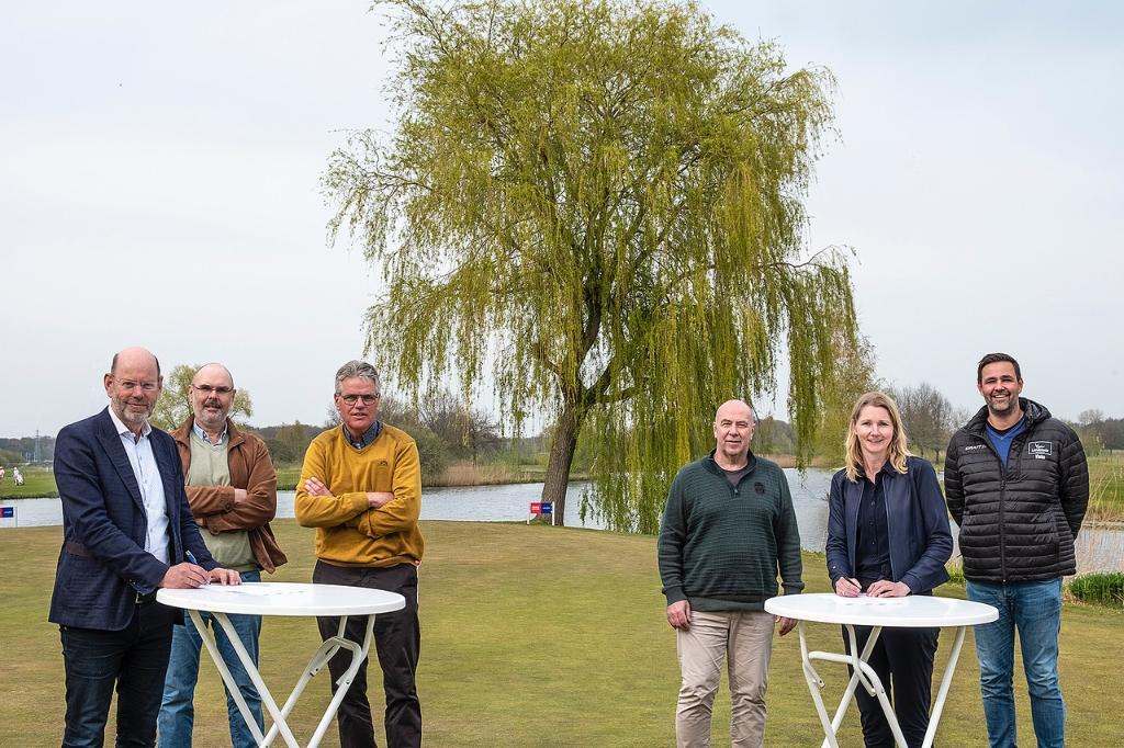 <br>vlnr: Ben Koopman (voorzitter Golfclub Zwolle), Erik van Keulen (Secretaris), Toon Kannekens, Cor van der Weerd, Anje Boogerd, Gerrard Vinke (directeur CSE) Foto: Golfclub Zwolle © brugmedia