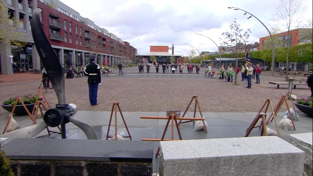 Plechtigheid op het Meerpaalplein.