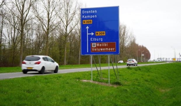 De Biddingringweg aan de westkant van Dronten.
