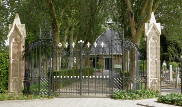 Stadsarchitect Nicolaas Plomp ontwierp de neo-gotische toegang tot De Zandberg.