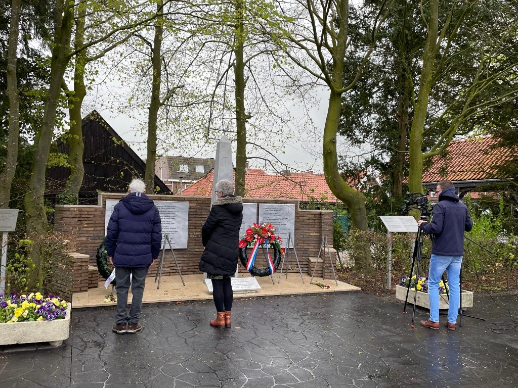 Dodenherdenking in Genemuiden Foto: Enrico Kolk