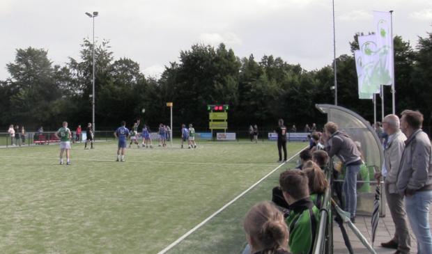 ASVD Korfbal heeft sinds vorig jaar een nieuw kunstgrasveld aan de Educalaan.