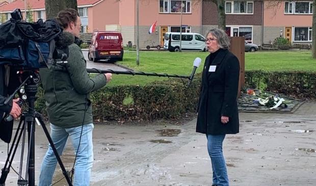 <p>Tv-interview van RTL4 met voorzitter Marcia Stienezen van het 4 mei-comit&eacute; in Swifterbant.</p>