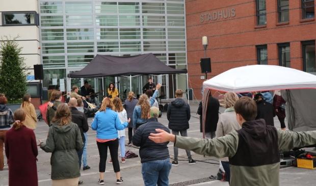 Een eerdere bijeenkomst 30 augustus bij het stadhuis van Kampen