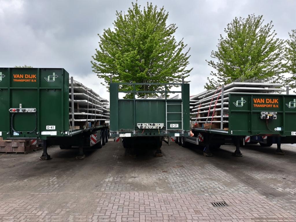Opleggers van Van Dijk Transport en Opslag (foto: Maarten van Gemert)  © brugmedia