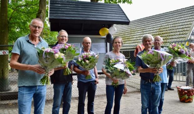 De zes vaste vrijwilligers van De Scharrelberg.