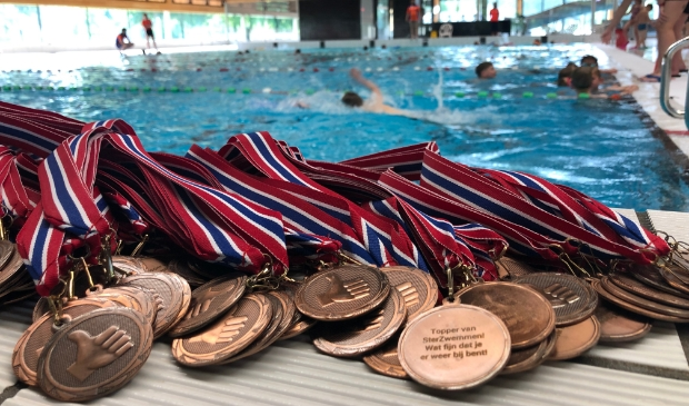 100 medailles tijdens SterZwem lessen