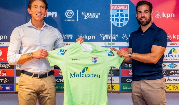 Technisch manager Mike Willems met aanwinst Kostas Lamprou.