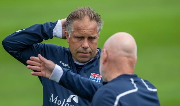 <p>Stof tot nadenken voor trainer Art Langeler na de 3-1 nederlaag tegen Heracles in de laatste oefenwedstrijd.&nbsp;</p>