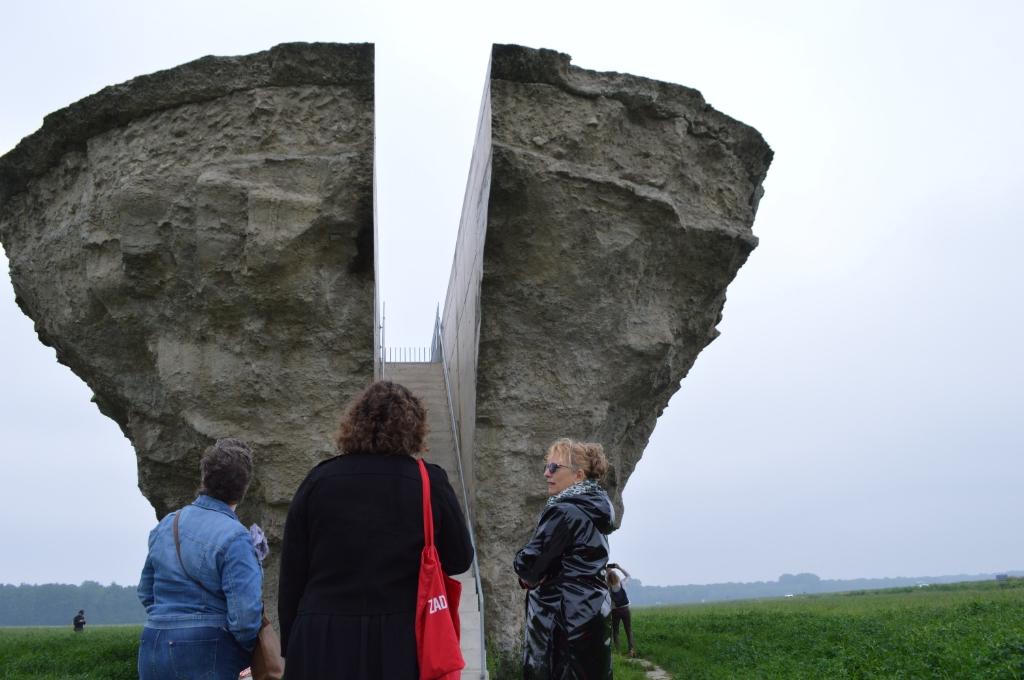 Marijke Jansen (rechts) vertelt bezoekers over Riff.