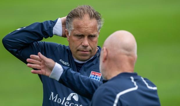 <p>Hoofdbrekens voor PEC Zwolle-trainer Art Langeler na de vijfde nederlaag op rij.</p>