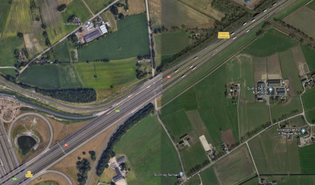 Percelen aan weerszijden van de A1 bij Beekbergen.