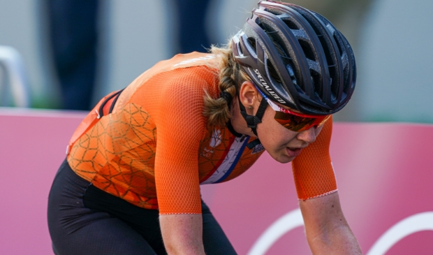 Anna van der Breggen in actie tijdens de wegwedstrijd in Tokio.