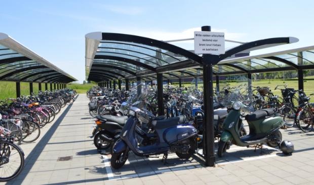 Fietsenstalling bij station Dronten.