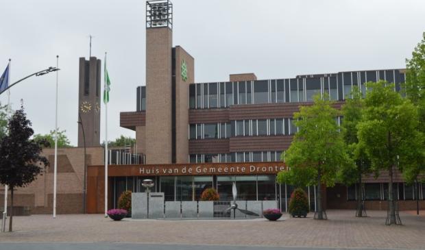 Rond de renovatie van het gemeentehuis was veel discussie over het inzetten van lokale ondernemers.